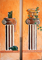 Flasche, Efeu auf römischen Säulen